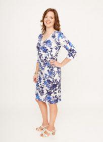witte-midi-jurk-met-kobaltblauwe-bloemenprint