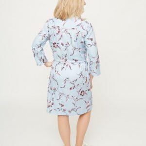 dlichtblauwe-jurk-met-roze-bloemenprint-ak