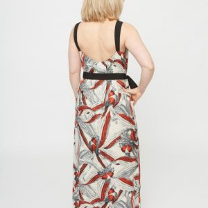 beige-maxi-jurk-met-rode-bloemenprint-ak