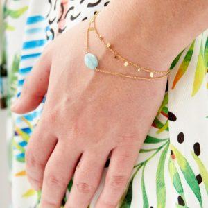 goudkleurig-nikkelvrij-dubbel-armbandje-met-mintgroen-steentje-1