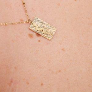 goudkleurig-nikkelvrij-kettinkje-met-rechthoek-en-slang-3