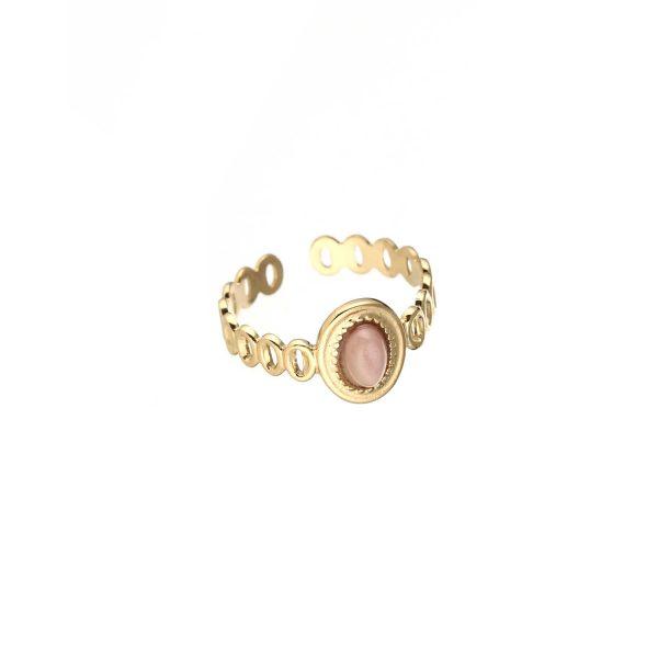 goudkleurige-nikkelvrije-ring-met-ovalen-oudroze-steentje