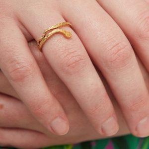goudkleurige-nikkelvrije-slangen-ring-1