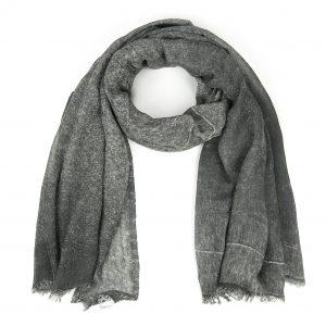 grijze-gemeleerde-shawl-met-rafels