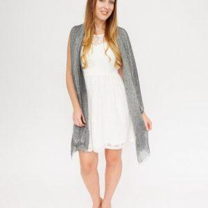 grijze-gemeleerde-shawl-met-rafels-extra