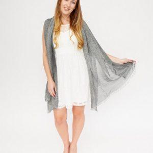 grijze-gemeleerde-shawl-met-rafels-vk