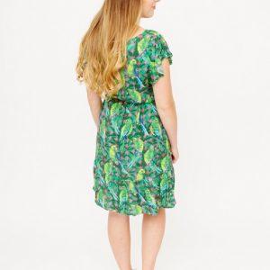 groene-jurk-met-ruches-en-parkieten-ak