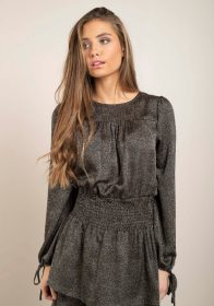 zwarte-a-lijn-jurk-kleine-zandkleurige-stipjes-detail