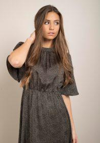 zwarte-jurk-kleine-zandkleurige-stipjes-hoge-taille-extra