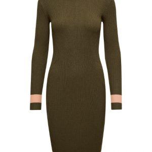 bruine-knitwear-jurk-met-zalmroze-accenten