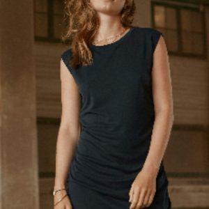 zwarte-klassieke-jurk-met-kapmouw-en-ceintuur-vk