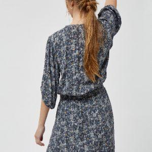 lichtblauwe-jurk-met-fantasieprint-in-roze-offwhite-geel-zwart-ak